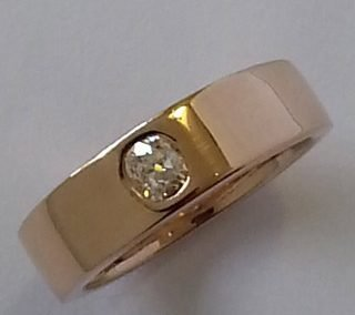 9kt rose gold and diamond ring