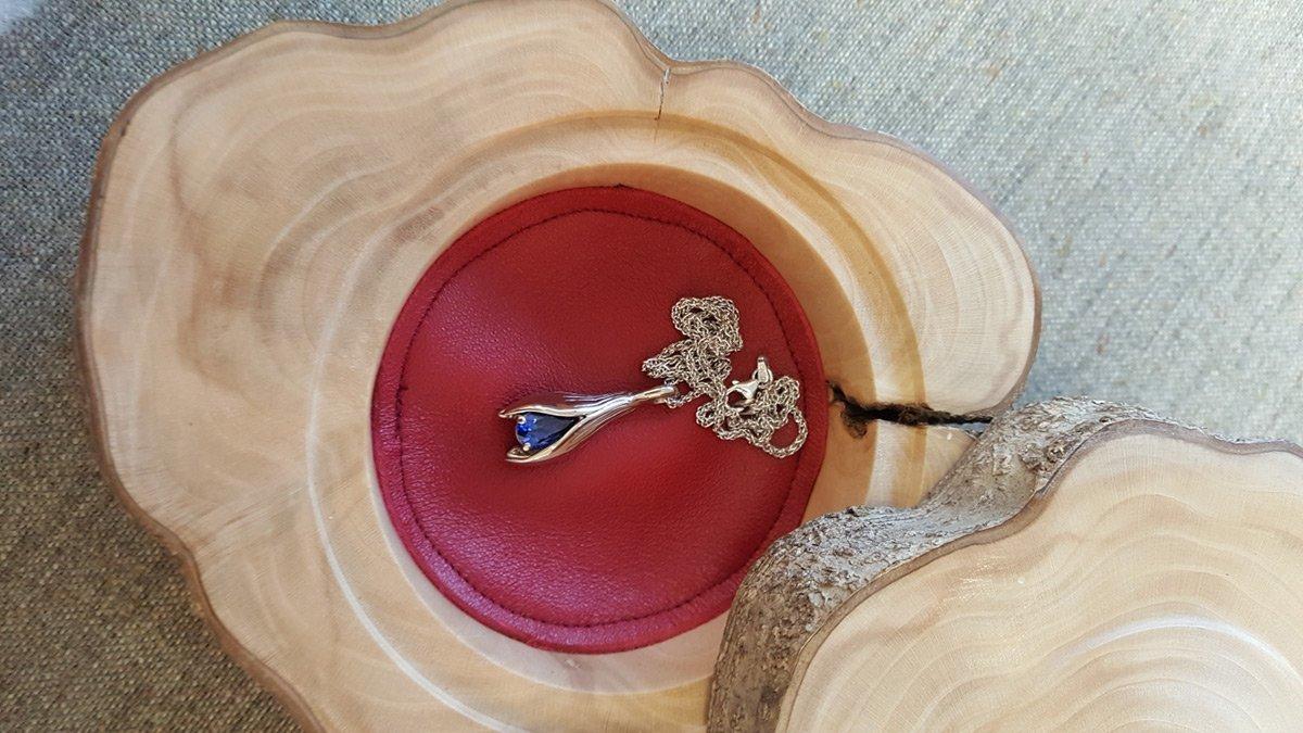 Gold fuscia sapphire pendant in box